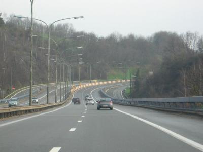 Auto's op de snelweg grijs weer krijgen binnenkort misschien geen snelheidsboetes bij 130 - IntoLaw