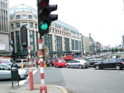 Veel auto's staan in de file in Brussel
