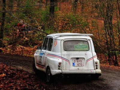 Belgische nummerplaat van een auto. IntoLaw waarschuwt voor hogere boete als kenteken onleesbaar is.