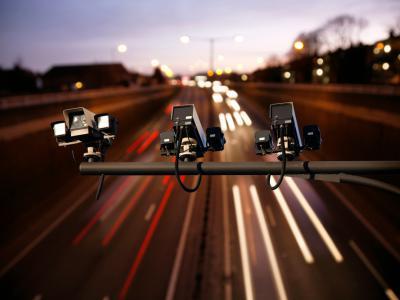 Flitscamera's boven snelweg. Maar wordt u ook effectief geflitst? - IntoLaw