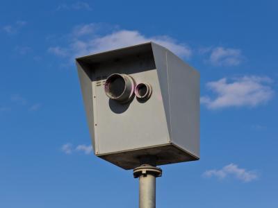 Een verkeerd geplaatste flitspaal leidde tot veel boetes voor een snelheidsovertreding. - IntoLaw