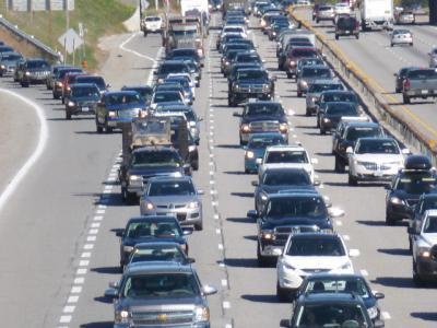 Auto's die goed ritsen op de snelweg voorkomen files en verkeersboetes – IntoLaw