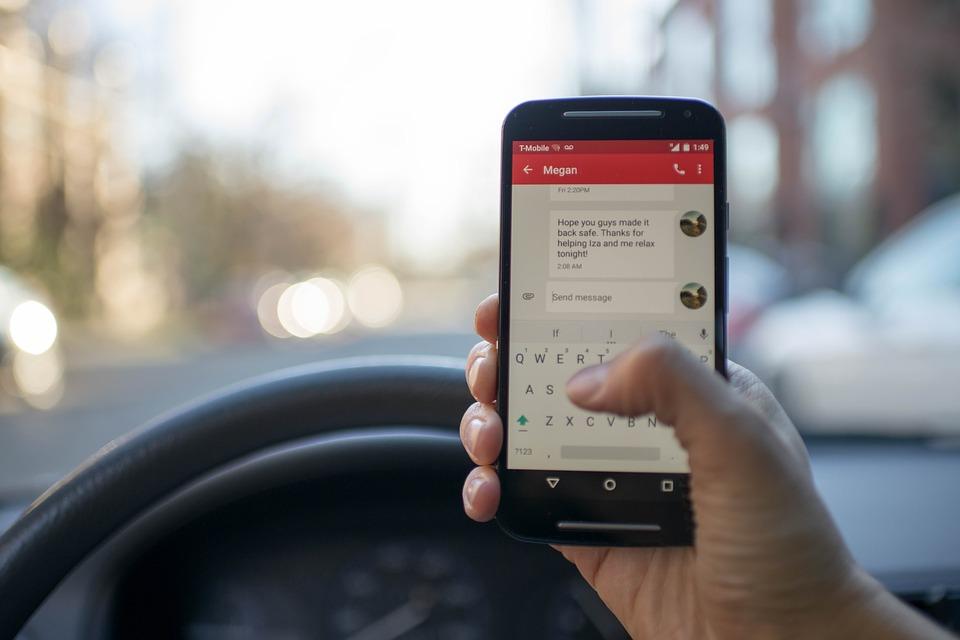 Wie is voorstander van een boete voor de gsm achter het stuur?