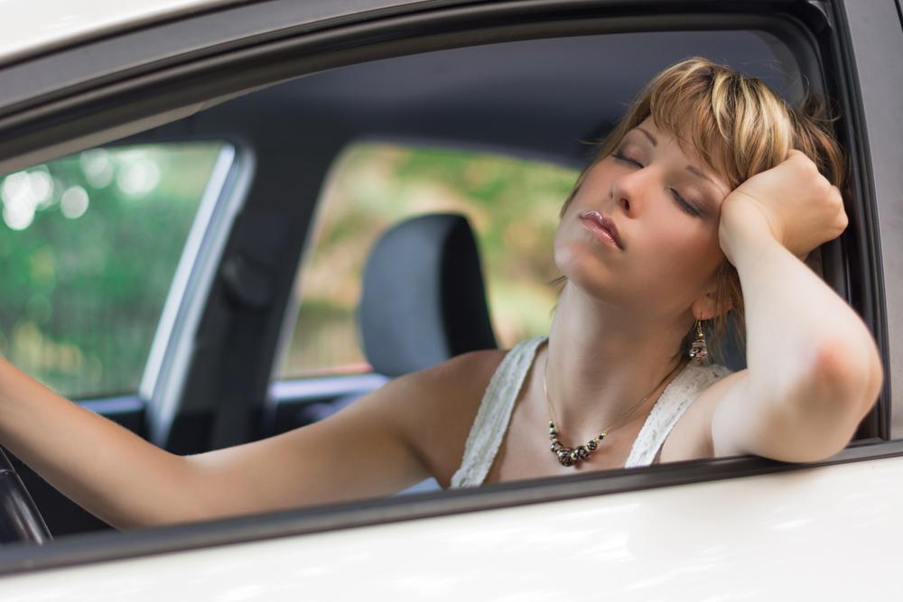 Waarom slaperig rijden even gevaarlijk is als rijden onder invloed