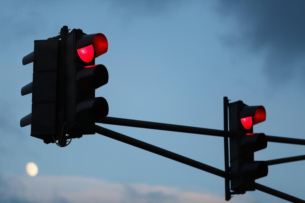 Welke boete kan ik verwachten als ik door afleiding door het rood licht reed?