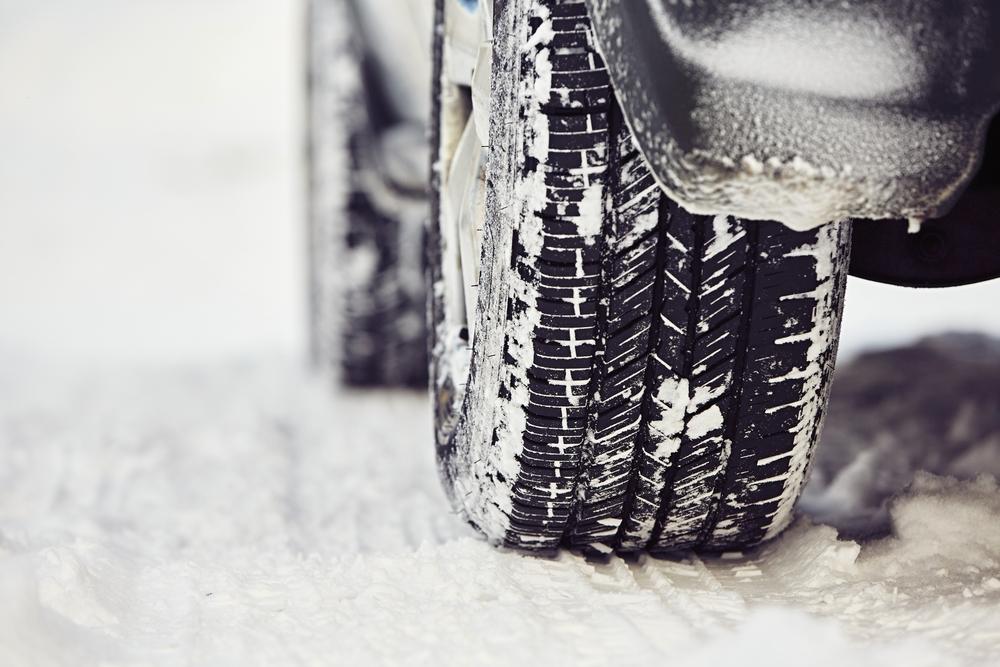 Waarom zijn winterbanden volgens het Belgische verkeersrecht niet verplicht?