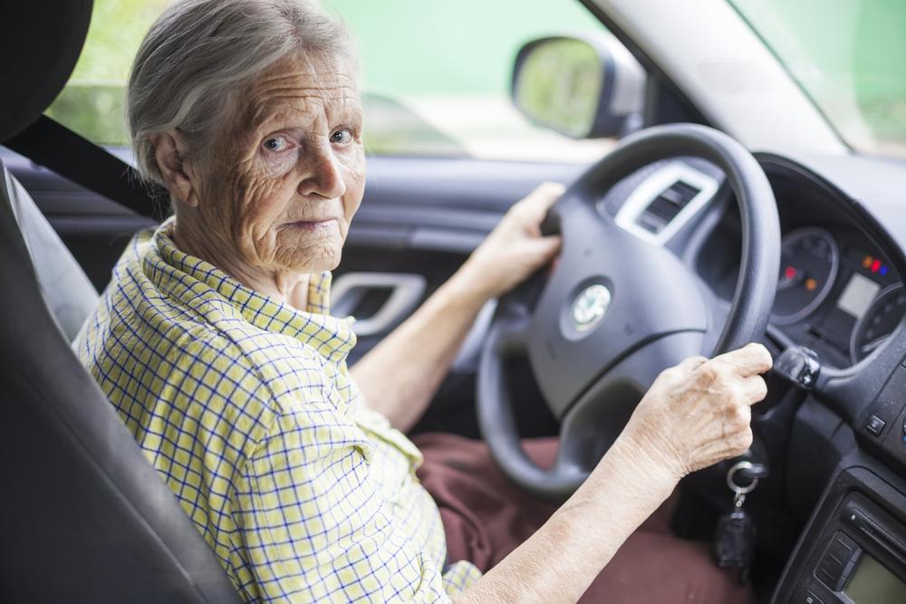 Wat zegt het verkeersrecht over wagenaanpassingen voor senioren?