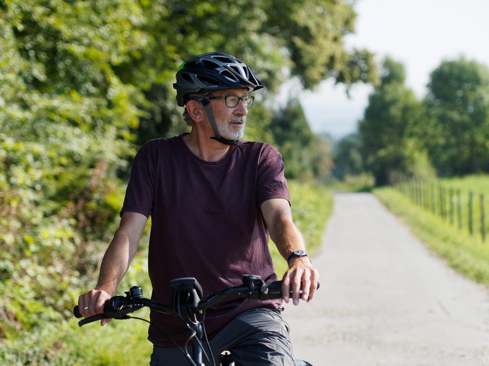 Hoe vermijd ik als 65-plusser boetes als ik op pad ga met de e-bike?