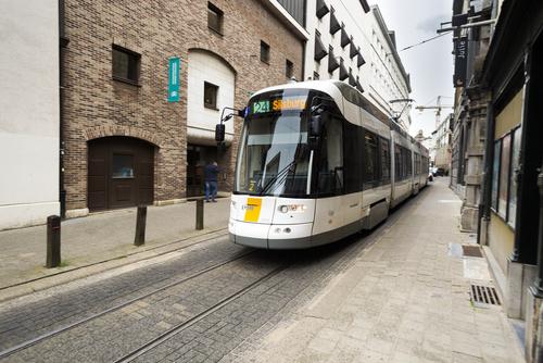 Politie en De Lijn hanteren verschillende boetetarieven bij hinderen van tram of bus