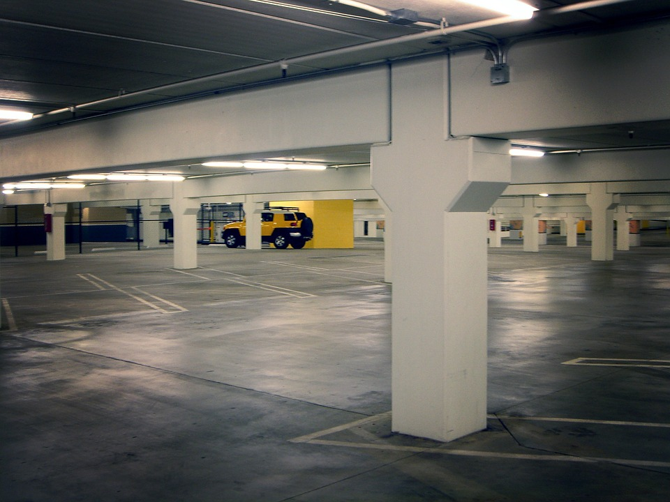 Wat moet ik weten over boetes en ongevallen op parkings?
