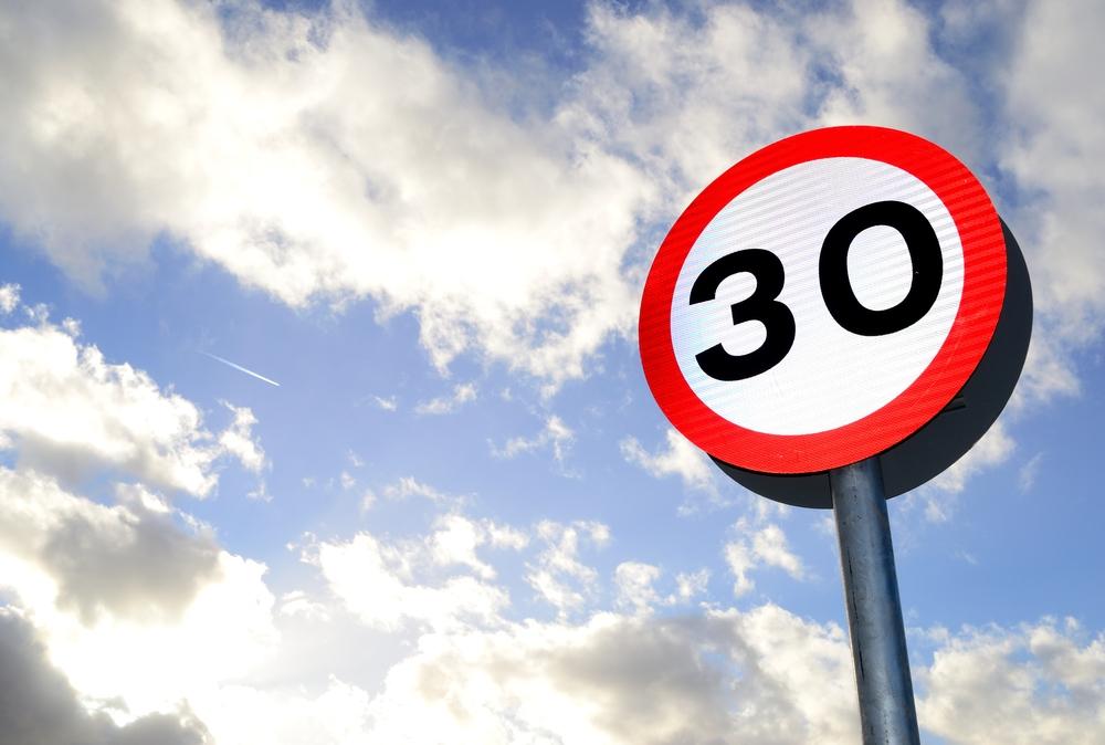 Gents MilieuFront en Fietsersbond bedanken zone 30-rijders met een tulp