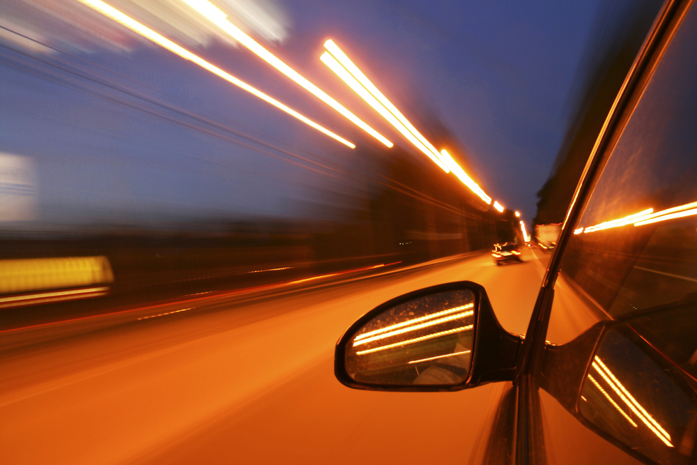 Snelheidsduivel rijdt 120 kilometer per uur uit vrees dat hamburger koud wordt