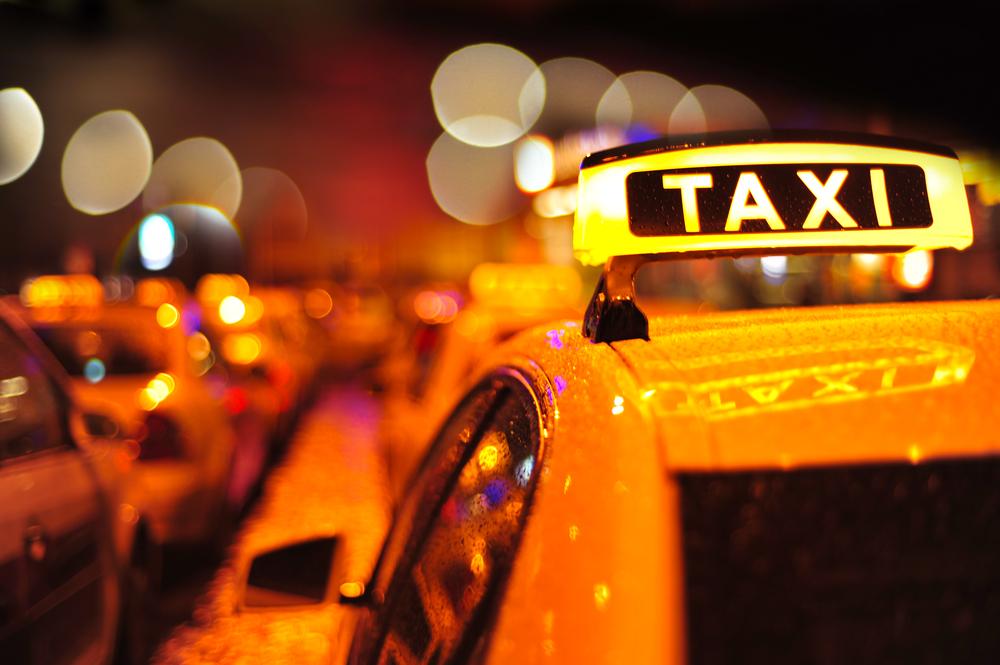 Taxichauffeur die baby aanreed in Etterbeek niet ter beschikking gesteld van parket