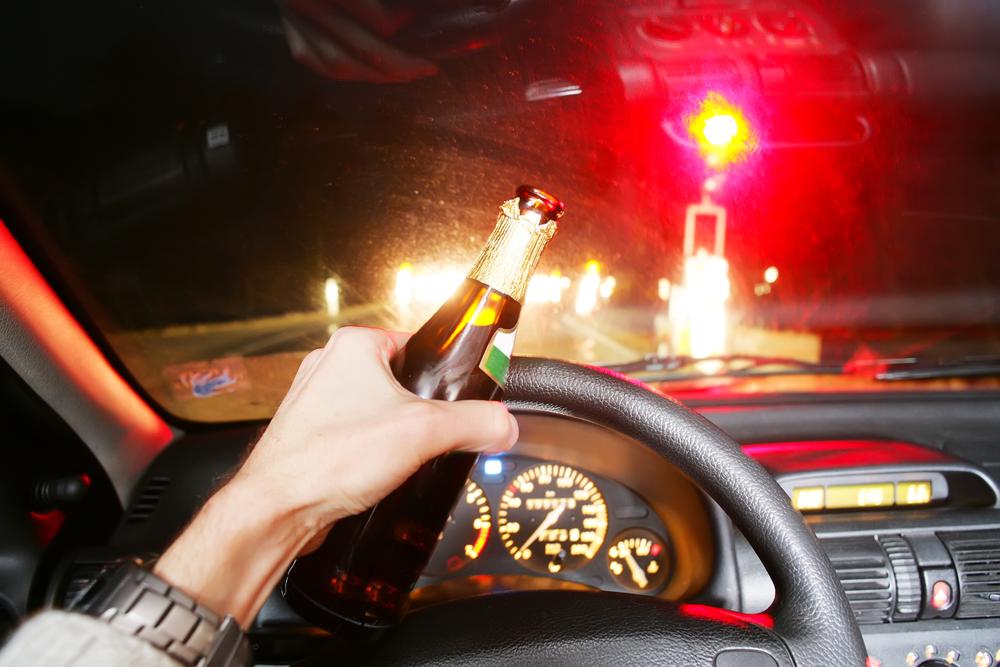 Dronken autobestuurder veroorzaakt ongeval na politie-achtervolging in Destelbergen